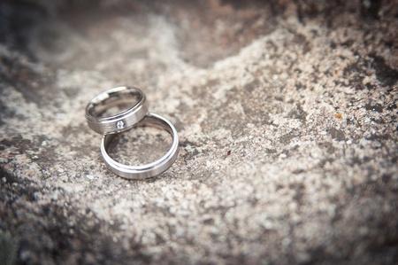 bodas de plata: Dos anillos de plata de la boda