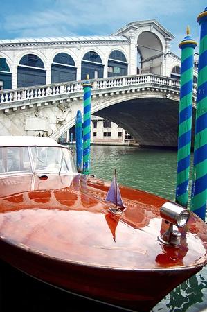 Motorboat and Rialto Bridge Stock Photo - 17284725