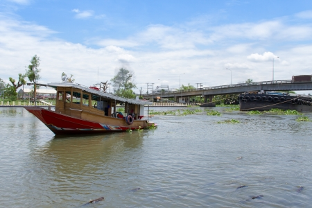 Tug boat in Thachin River