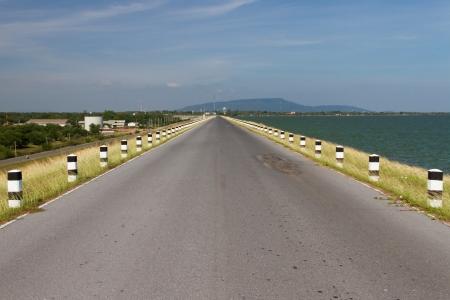tortillera: Road el dique del embalse