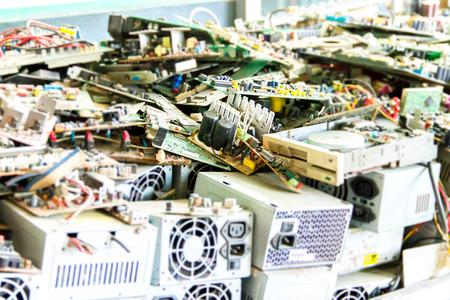 電子廃棄物リサイクル (コンピューターのマザーボード) の準備ができて