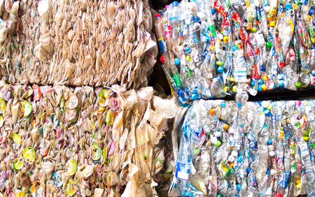 リサイクル プラスチック製のスクラップ
