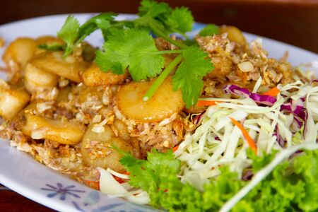 coquille: Fried scallops with garlic and and coriander