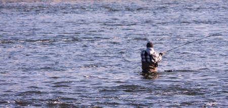 강물에 어부