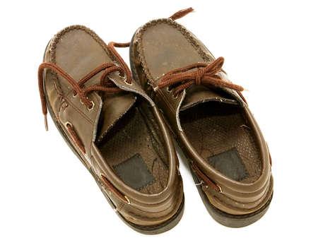 untied: Zapatos de cuero desgastado