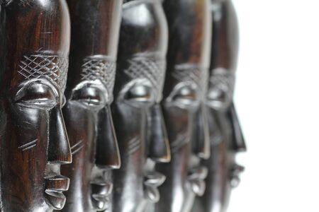 tallado en madera: Cinco diferentes máscaras de madera africanos que buscan Rightside
