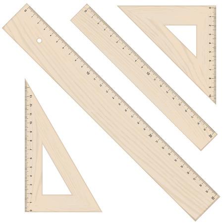 verzameling van vier linialen en driehoekige in houten look en geïsoleerd op een witte achtergrond