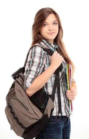 Mooie vrouwelijke student glimlachend en camera kijken