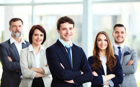 사무실에서 행복 한 미소 비즈니스 팀 스톡 콘텐츠