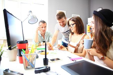 Treffen der Mitarbeiter und planen die nächsten Schritte der Arbeit
