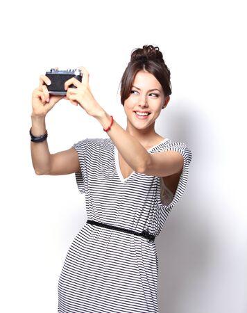 Retrato de la hermosa chica tomando selfie. Aislado en blanco Foto de archivo