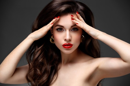 beauty woman: Beauty Model Woman with Long Brown Wavy Hair.