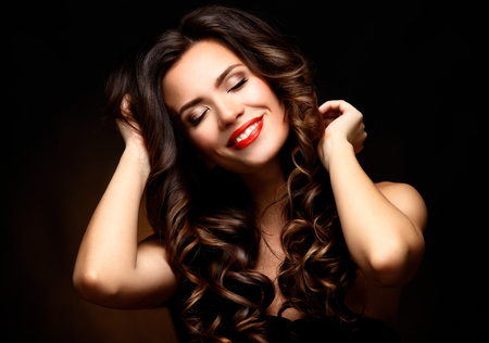 perfect: Beauty Model Woman with Long Brown Wavy Hair