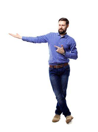personen: Gelukkig zakenman presenteren en met kopie ruimte voor uw tekst op een witte achtergrond geïsoleerde