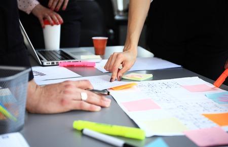 多様なビジネス人ブレーンストーミング会議のビジネス コンセプト 写真素材