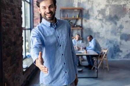 A business man with an open hand ready to seal a deal. Standard-Bild