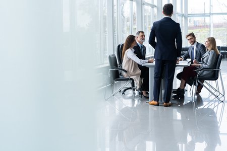 Corporate business team and manager in a meeting, close up Banque d'images