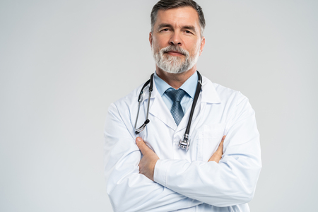 Cheerful mature doctor posing and smiling at camera, healthcare and medicine. 免版税图像 - 121991996