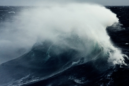 gale: Braking Wave Spraying in Strong Stormy Winds