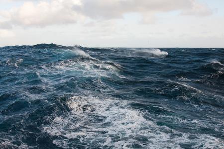 風が強い海で晴れた日 写真素材