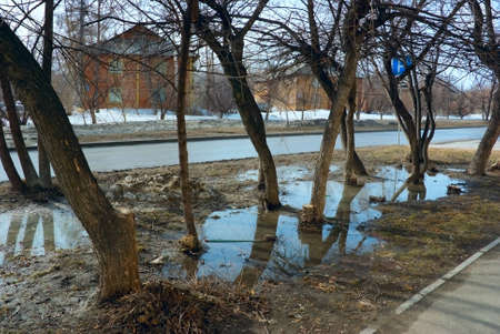 mud and snow: The spring snow thawing in urban