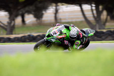2020 World Superbike Championship Phillip Island, Melbourne, Australia. Alex Lowes leans into Lukey Heights.