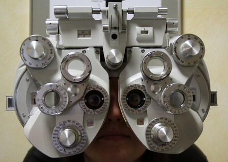 eye test: Eye test at the optician