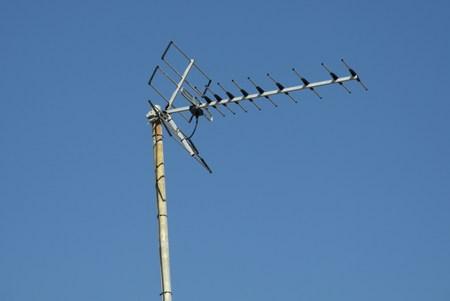 tv antenna: old TV antenna and blue sky Stock Photo