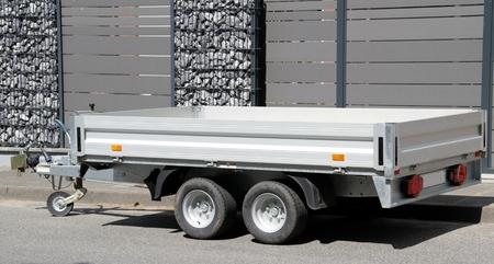 新しい現代の車トレーラー 写真素材