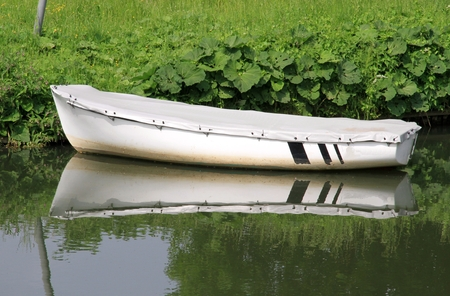 brine: white rowing boat with cover