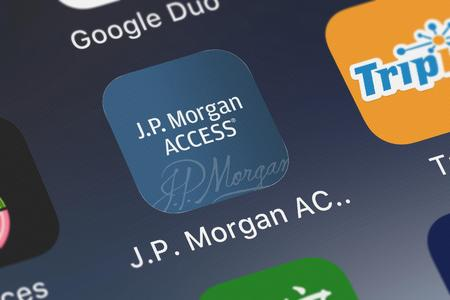 London, United Kingdom - September 29, 2018: Close-up shot of the J.P. Morgan ACCESS Mobile mobile app from JPMorgan Chase  Co.. Publikacyjne
