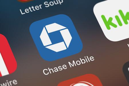 London, United Kingdom - September 29, 2018: Icon of the mobile app Chase Mobile® from JPMorgan Chase  Co. on an iPhone. Publikacyjne