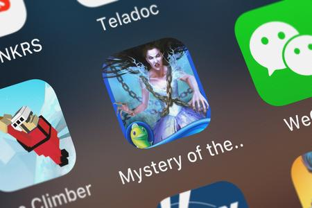 London, United Kingdom - October 05, 2018: Screenshot of the Mystery of the Ancients: Mud Water Creek mobile app from Big Fish Games, Inc icon on an iPhone. Archivio Fotografico - 117652477