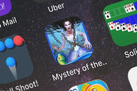 London, United Kingdom - October 05, 2018: Close-up shot of the Mystery of the Ancients: Mud Water Creek (Full) mobile app from Big Fish Games, Inc. Archivio Fotografico - 117652522
