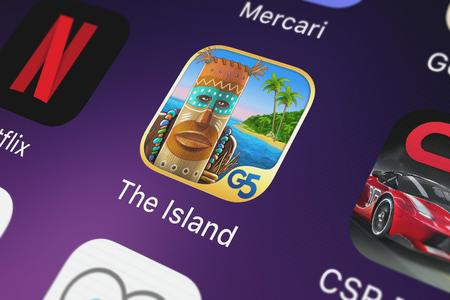 London, United Kingdom - October 07, 2018: Close-up of the The Island: Castaway® (Full) icon from G5 Entertainment AB on an iPhone. Publikacyjne