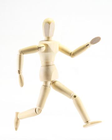 marioneta de madera: Velocidad de expresión de marionetas de madera correr hacia adelante en el fondo blanco Foto de archivo