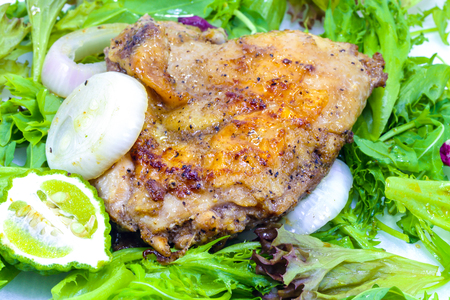 muslos: Grilled Chicken Thighs with green salad on white background