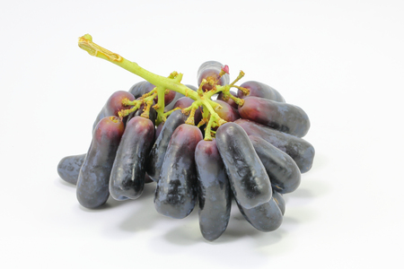 zafiro: luna negro zafiro gota largos uvas sobre fondo blanco