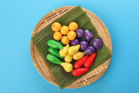 Colourful Luk chup look choop tadeonal Thai desert sweets candy creatve variety bamboo plate banana leaf 免版税图像