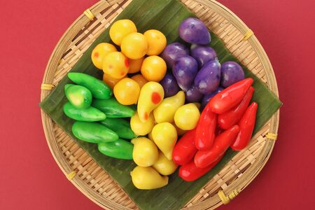 Colourful Luk chup look choop tadeonal Thai desert sweets candy creatve variety bamboo plate banana leaf Imagens