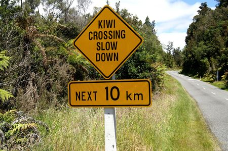 Kiwi crossing sign in New Zealand Stock Photo
