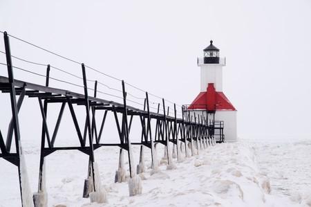 lake michigan lighthouse: Pasadizo conduce a San Jos� Pierhead Faro Norte, San Jos�, Benton Harbor, Michigan, EE.UU.