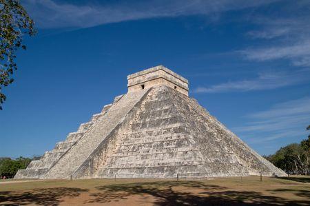 El Castillo (the castle) - Temple of Kukulkan, Chichen Itza, Yucatan, Mexico Stock Photo - 6848757