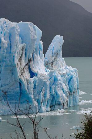 glaciares: The narrow passage between the Perito Moreno Glacier and the Magellan Peninsula  Los Glaciares National Park, Patagonia, Argentina Stock Photo
