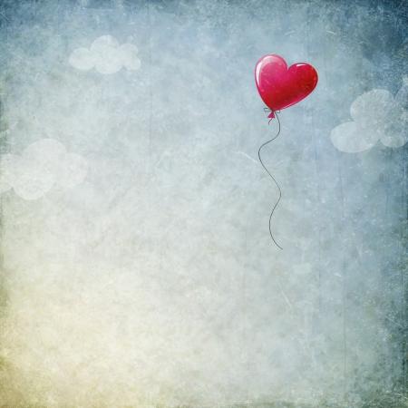 palloncino cuore: Grunge background con palloncino cuore Archivio Fotografico