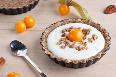 Dessert tartles with cream and physalis
