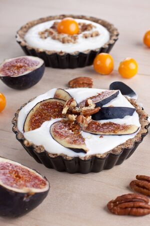 Tartlet with cream filling and figs