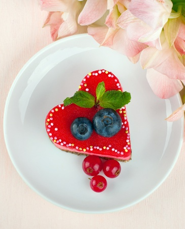 Delicious heart cake with flowers Stock Photo - 16730084