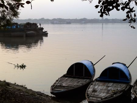 kolkata: Water taxis moored on the bank of the river in Kolkata (Calcutta) India Stock Photo
