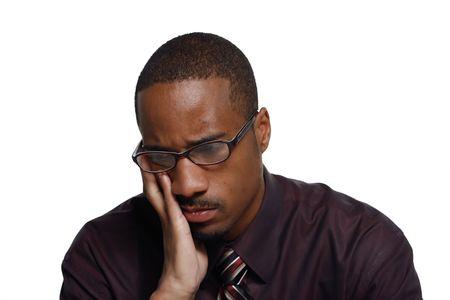 perplesso: Attraente giovane uomo in camicia e cravatta in cerca triste. Isolati contro uno sfondo bianco  Archivio Fotografico